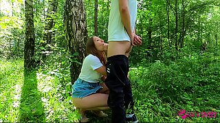 REAL AMATEUR RISKY PUBLIC BLOWJOB AND SEX WITH CREAMPIE IN THE PARK!!! PEOPLE WALKING NEAR...